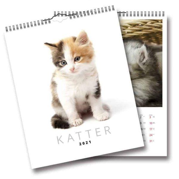 Väggkalender Katter 2021 med bilder på söta kattungar tryckt på sobert vitt obestruket papper. Kalenderspecialisten