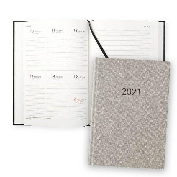 Almanacka 2021 Paperstyle Classic Sand hos Kalenderspecialisten